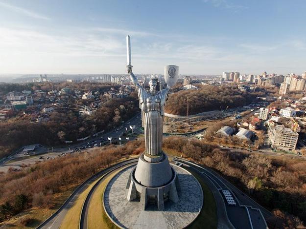 Відновили екскурсії на92-метровий оглядовий майданчик «Батьківщини-матері»